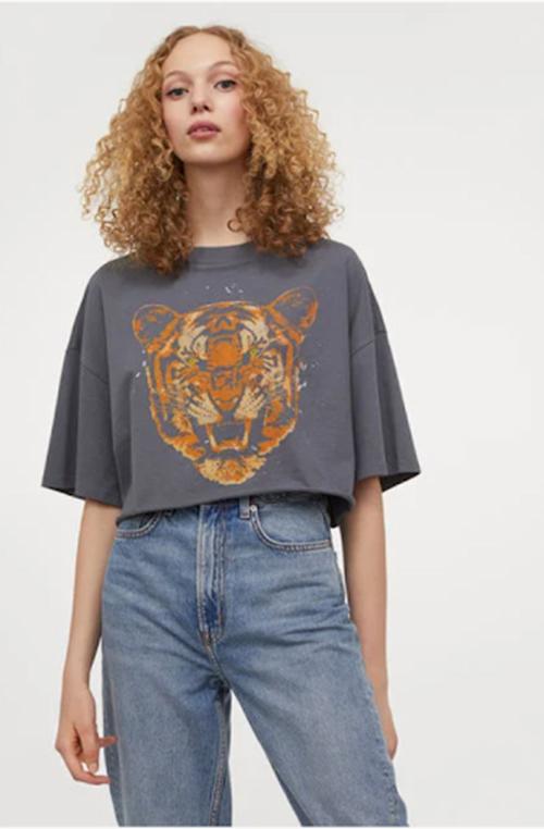 ٨ طرق مبتكرة لارتداء وتنسيق التي شيرت الجرافيك من H&M